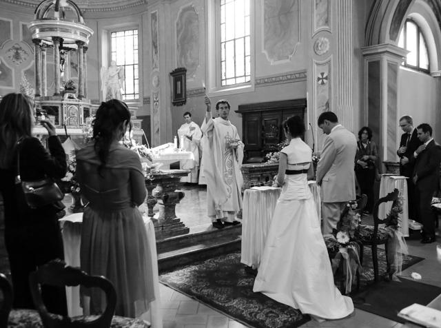 Chiesa di Mirazzano Peschiera Borromeo foto matrimonio benedizione sposi