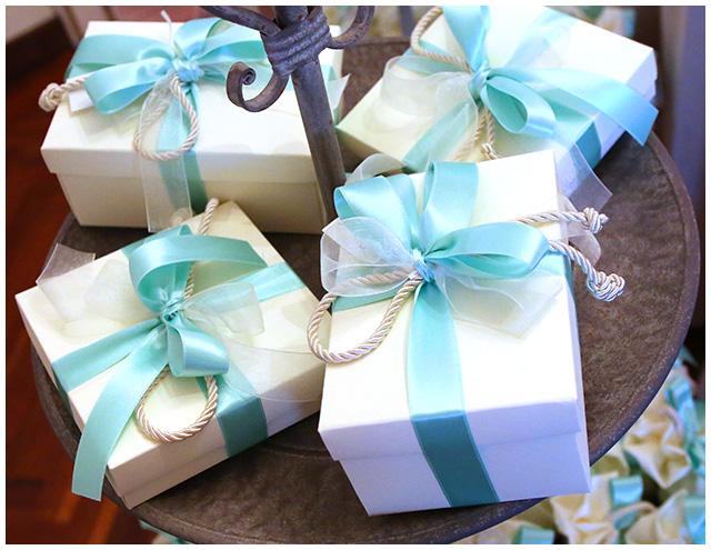 i piccoli particolari che possono personalizzare un matrimonio bomboniere a tema e con colori che si accordano perfettamente con gli addobbi del matrimonio