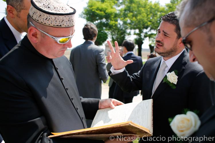 Foto Matrimonio Cremona sposo in attesa