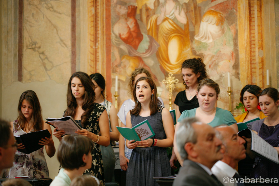 coro  durante matrimonio Chiesa della Purificazione di Caronno Pertusella