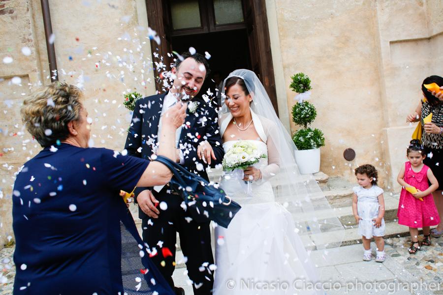lancio dei coriandoli sposi