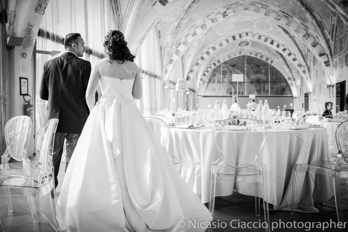 sposi visitano Foto sala ricevimento Fortezza Viscontea cassano d'adda, fotografo milano