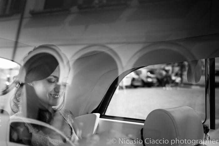 ritratto sposa in auto