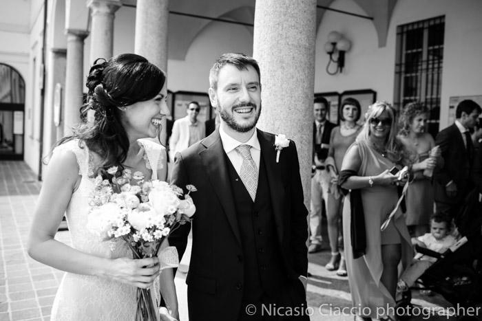sposi all'ingresso Reportage di matrimonio tra Corbetta e Gaggiano
