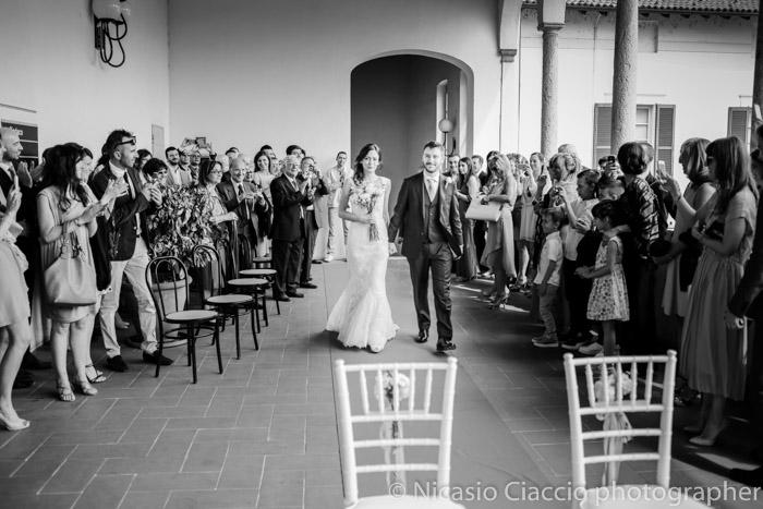 ingresso sposi nella terrazza del comune di Corbetta