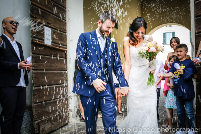 lancio del riso sposi