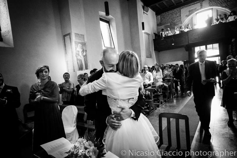 abbraccio sposi Santuario della Madonna di Rezzano (Truccazzano)