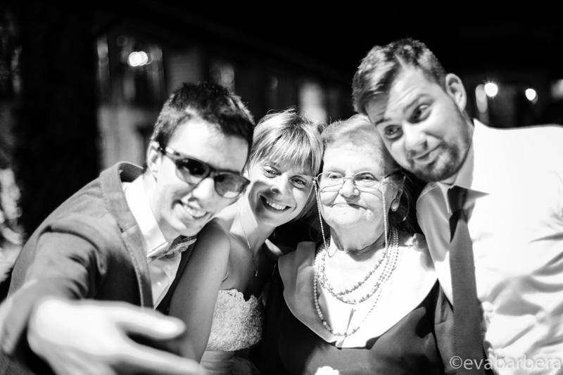 selfy con la sposa e la nonna Antico Borgo della Certosa. fotografo matrimonio pavia