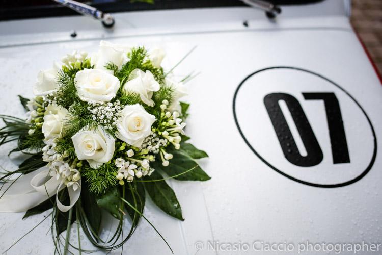 Reportage di matrimonio in Alta Val Badia, particolare decorazione auto