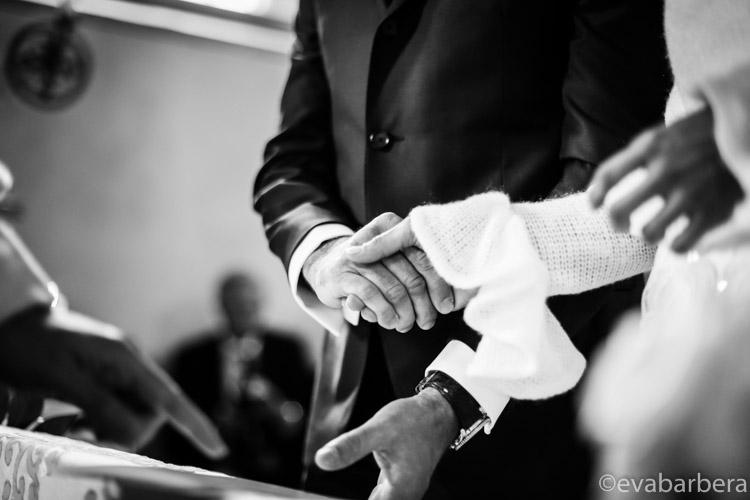 particolare mani sposi
