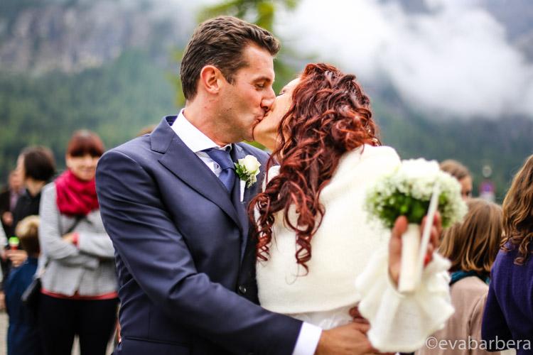 bacio sposi foto matrimonio trentino