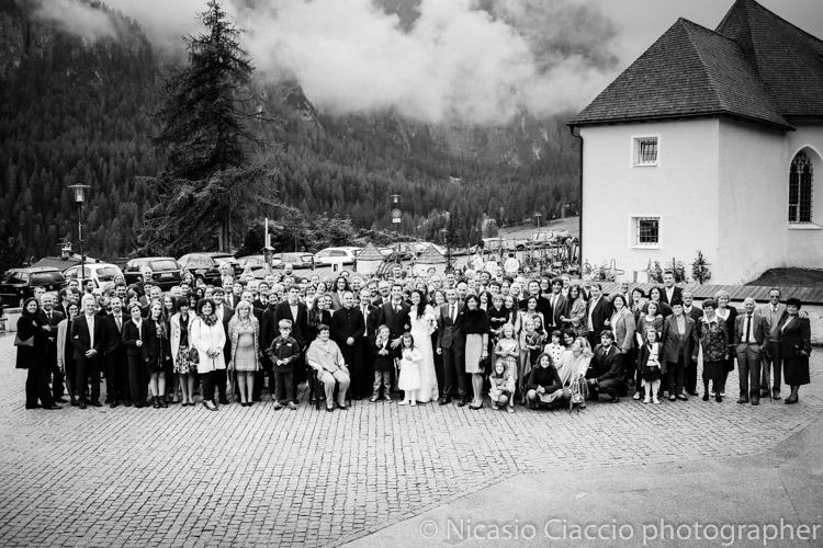Foto di gruppo matrimonio trentino, colfosco