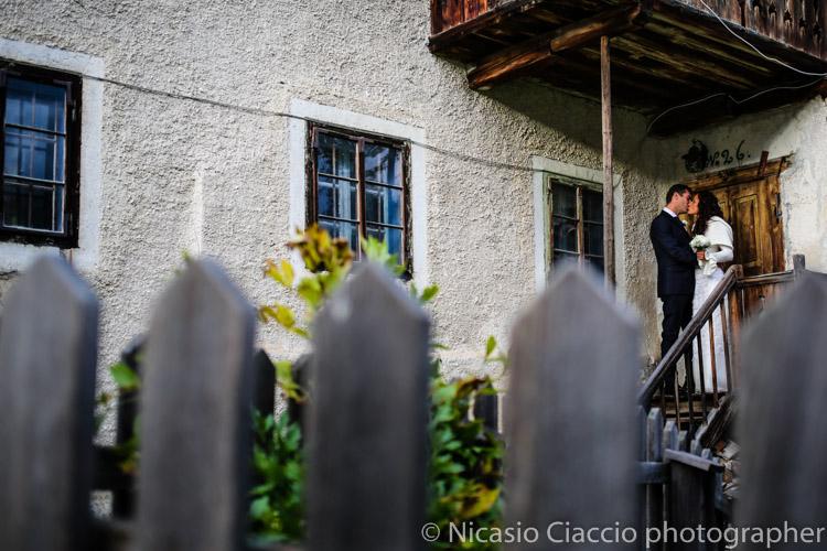 foto matrimonio trentino, bacio sposi