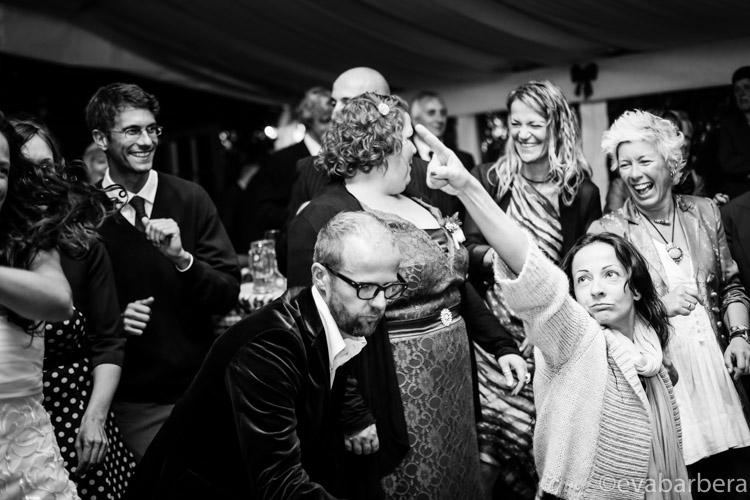 balli amici Reportage di matrimonio Alta Val Badia - Fotografo Trentino