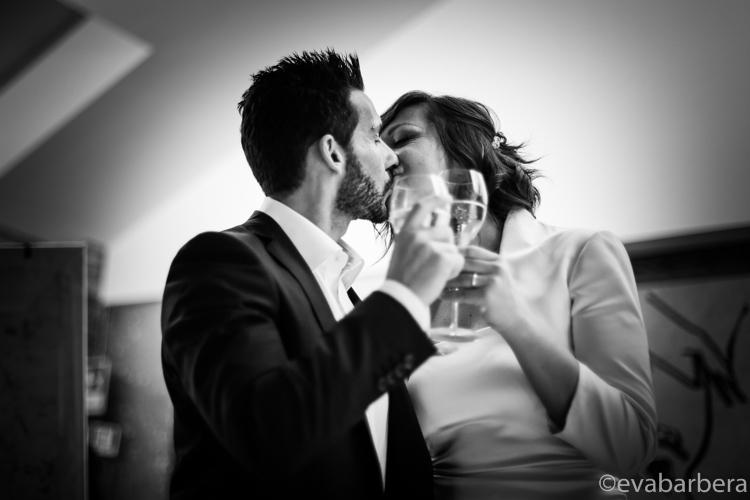Bacio e brindisi finale degli sposi matrimonio lodi (28)