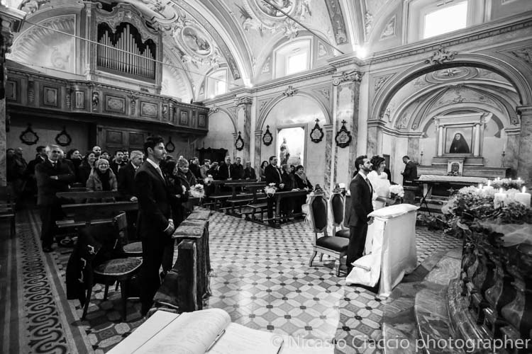 matrimonio lodi Veduta della chiesa con sposi