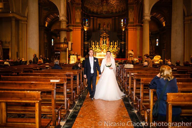 Uscita sposi Chiesa Santa Maria Cernusco sul naviglio 0023-matrimonio-villa-acquaroli
