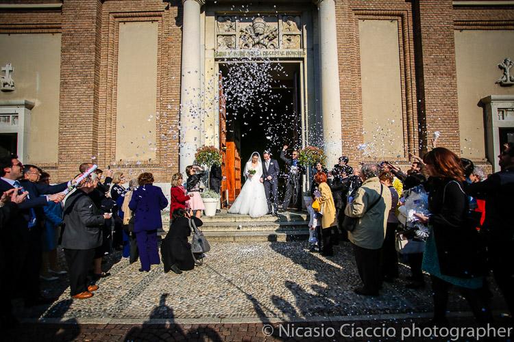 Lancio riso  Chiesa Santa Maria Cernusco sul naviglio0025-matrimonio-villa-acquaroli-2