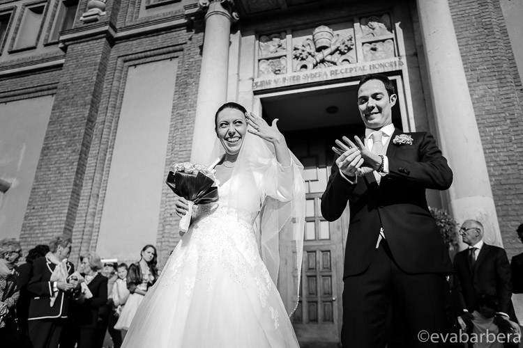 ingresso con sposi Chiesa Santa Maria Cernusco sul naviglio 0027-matrimonio-villa-acquaroli
