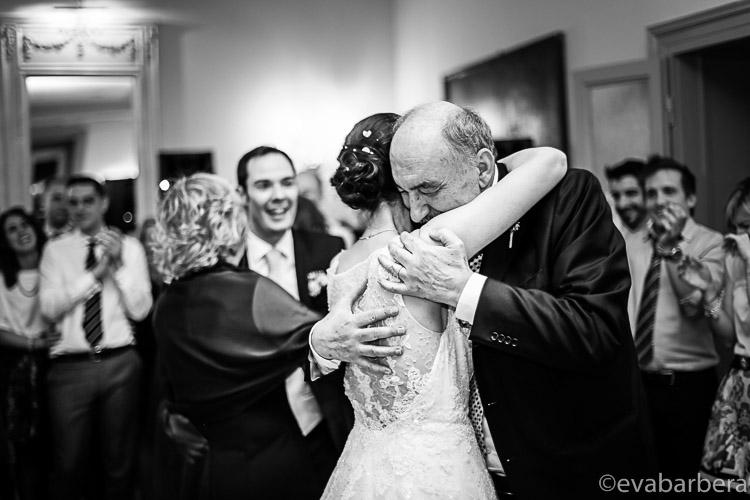 Abbraccio papa 0040a-matrimonio-villa-acquaroli