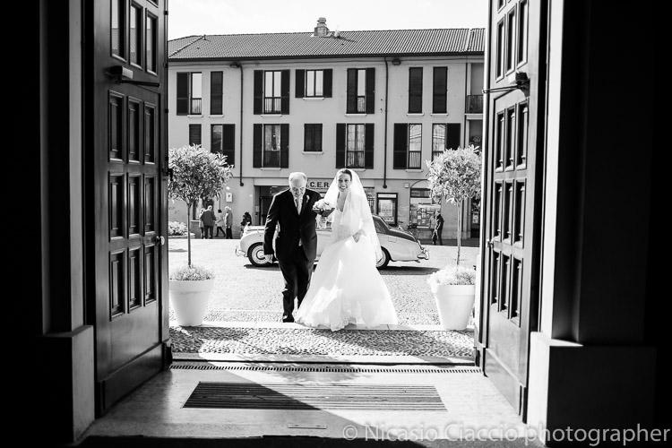 ingresso in chiesa sposa 016-matrimonio-villa-acquaroli-2