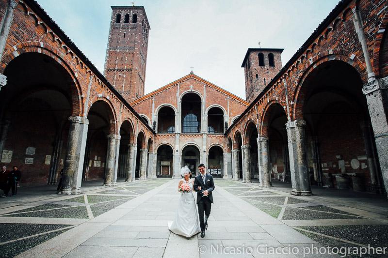 Foto Matrimonio Sant Ambrogio Milano fotografo uscita sposi