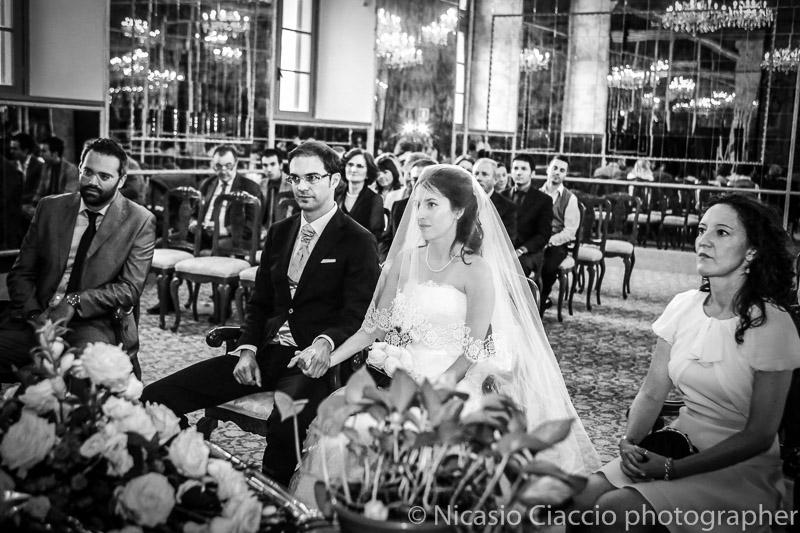 foto matrimonio milano sala degli specchi Sposi durante la cerimonia