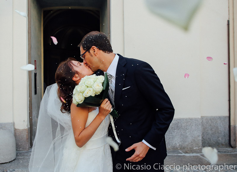 Lancio del riso bacio sposi matrimonio-Milano