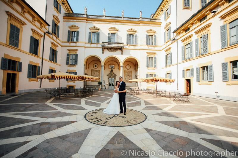 foto matrimonio-Villa San Carlo Borromeo Senago sposi nella corte interna