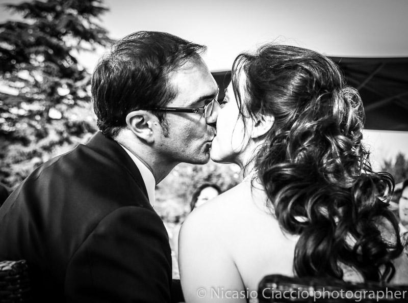 Bacio sposi matrimonio-Milano-presso Villa San Carlo Borromeo Senago