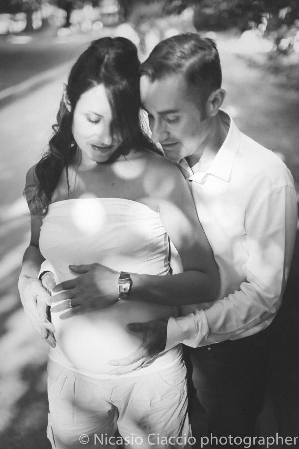 ritratto milano Servizio fotografico gravidanza giardino della Guastalla milano.