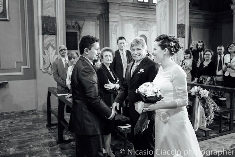 Sposi si incontrano sull'altare -Matrimonio Molino Santa Marta-2