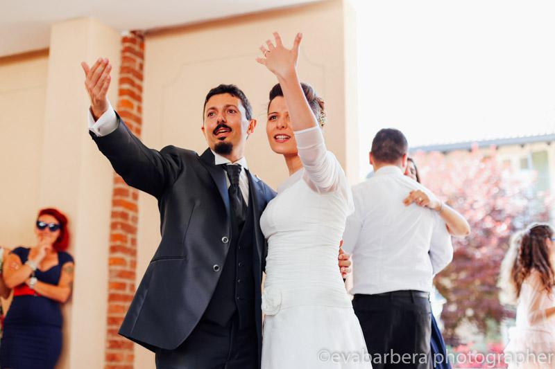 Sposi incitano tutti a ballare-Matrimonio Molino Santa Marta