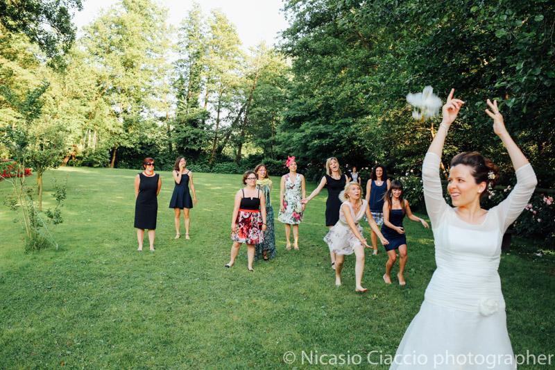 Lancio del bouquet sposa - Matrimonio Molino Santa Marta