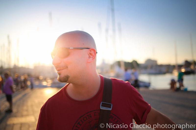 Ritratto maschile presso la cala di palermo, porto turistico