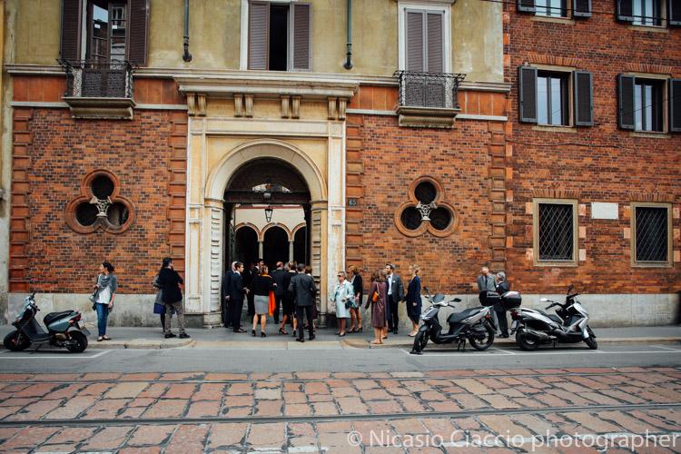 Ingresso di Casa Atellani su corso magenta, Milano. Location perfetta per matrimoni ed eventi eleganti