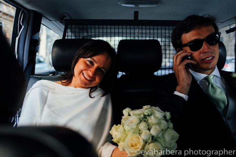 La sposa in taxi - foto matrimonio milano officine del volo