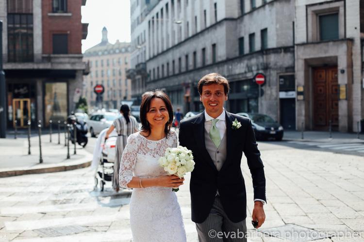 La sposa si reca in comune milano - foto matrimonio milano officine del volo-2
