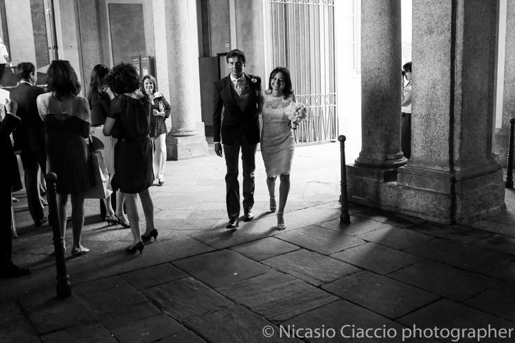 La sposa arriva alla sale degli specchi - foto matrimonio milano officine del volo-2
