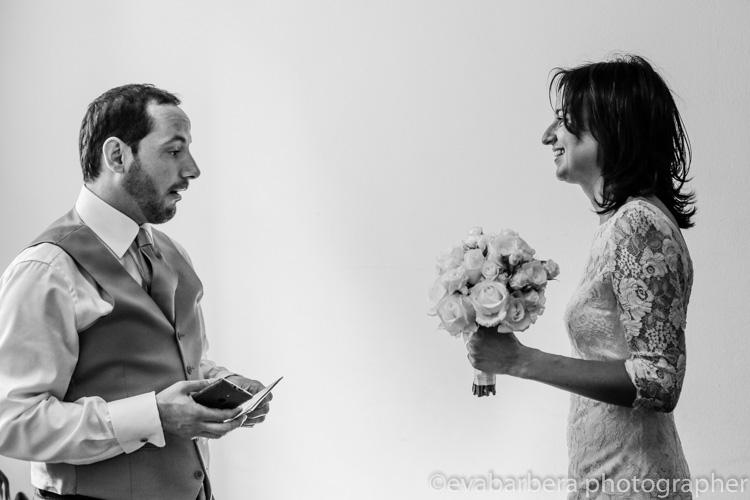 Lo sposo vede la sposa con il vestito la prima volta-foto matrimonio milano officine del volo