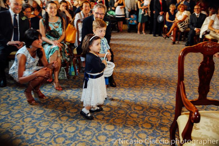 Bambini portano le fedi - foto matrimonio milano officine del volo-2
