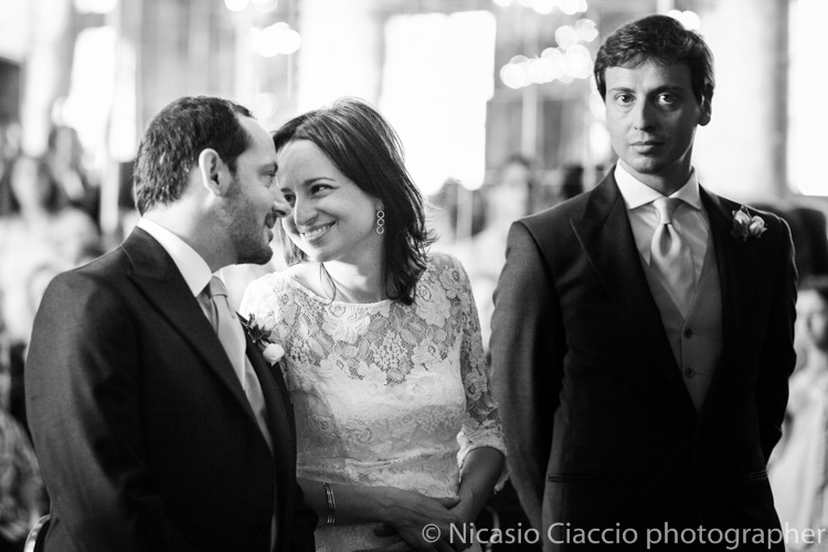 sala degli specchi sposi si guardano - foto matrimonio milano officine del volo-2