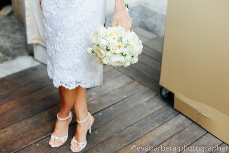 Particolare vestito sposa, bouquet sposa, scarpe sposa - foto matrimonio milano officine del volo