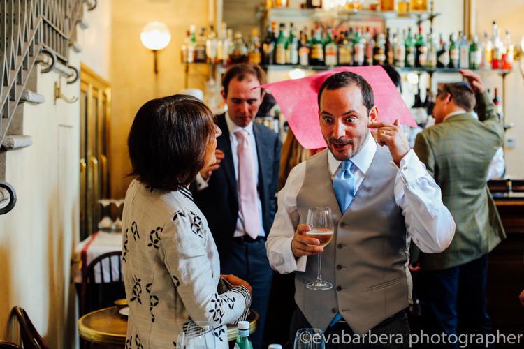 sposi al Giacomo Caffe palazzo reale- foto matrimonio milano officine del volo