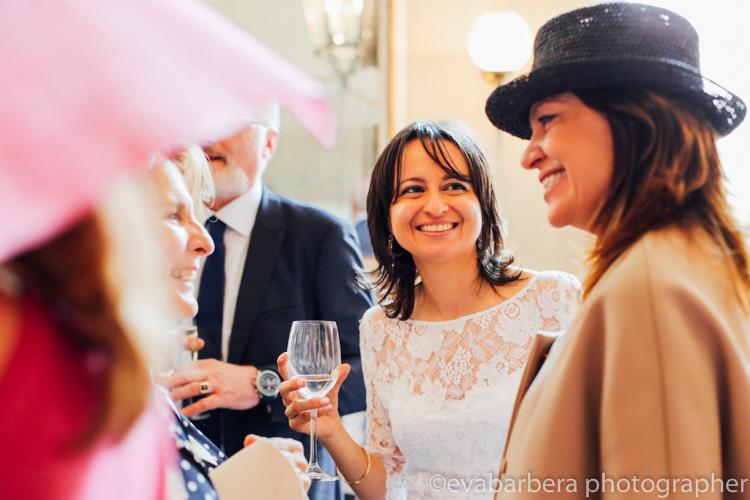 sposa e amiche al Giacomo Caffe palazzo reale -foto matrimonio milano officine del volo