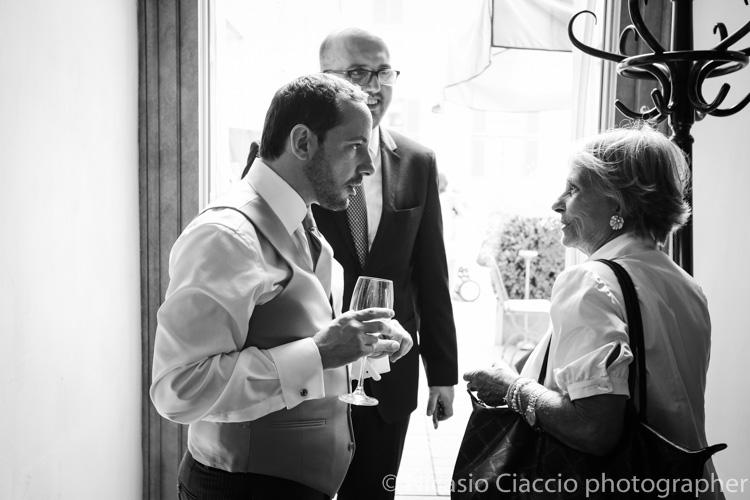 sposo al Giacomo Caffe palazzo reale - foto matrimonio milano officine del volo-2