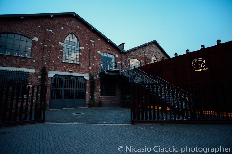 Foto delle officine del volo all'imbrunire, splendida location per le nozze - Foto matrimonio officine del volo Milano -
