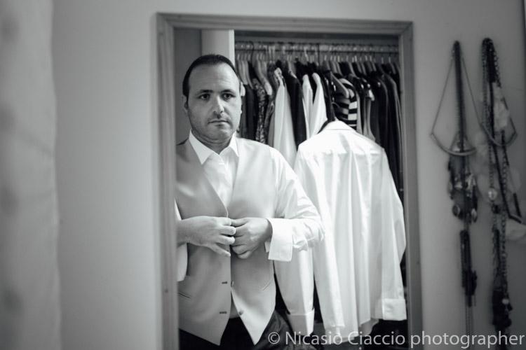 Preparazione sposo prima delle nozze - fotografo matrimonio