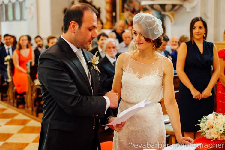 Sposi si scambiano le promesse matrimonio in trentino