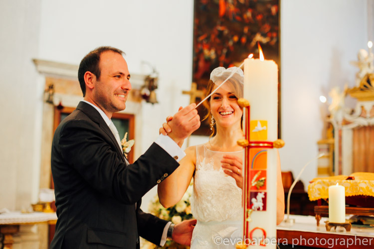 Sposi accendono il cero